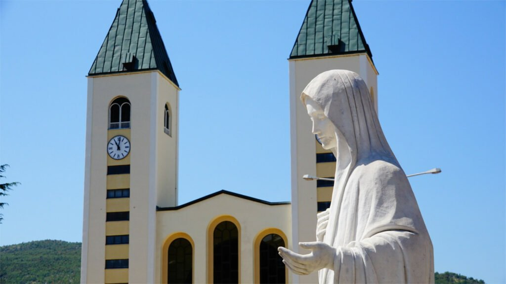 Segundo día de la Novena a María Reina de la Paz – 17 de junio