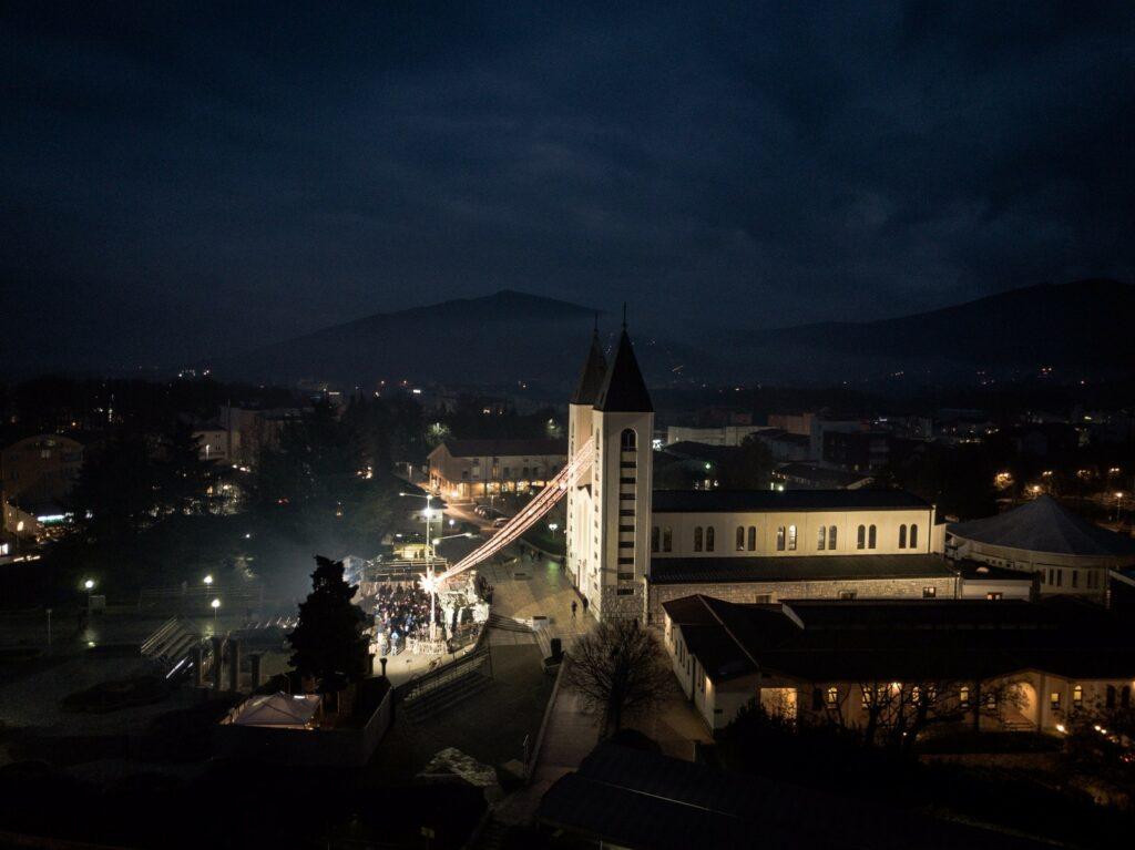 Mensaje de la Virgen María Reina de la Paz del 25 de diciembre de 2018 desde Medjugorje; Bosnia Herzegovina. Mensaje Mensual por medio de Marija Pavlovic.
