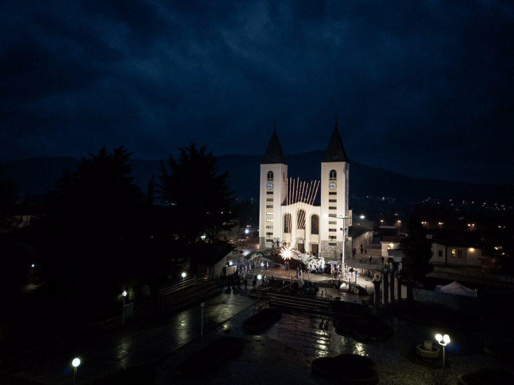 Mensaje de la Virgen María Reina de la Paz del 25 de diciembre de 2018 desde Medjugorje; Bosnia Herzegovina. Mensaje Anual por medio de Jakov Colo.