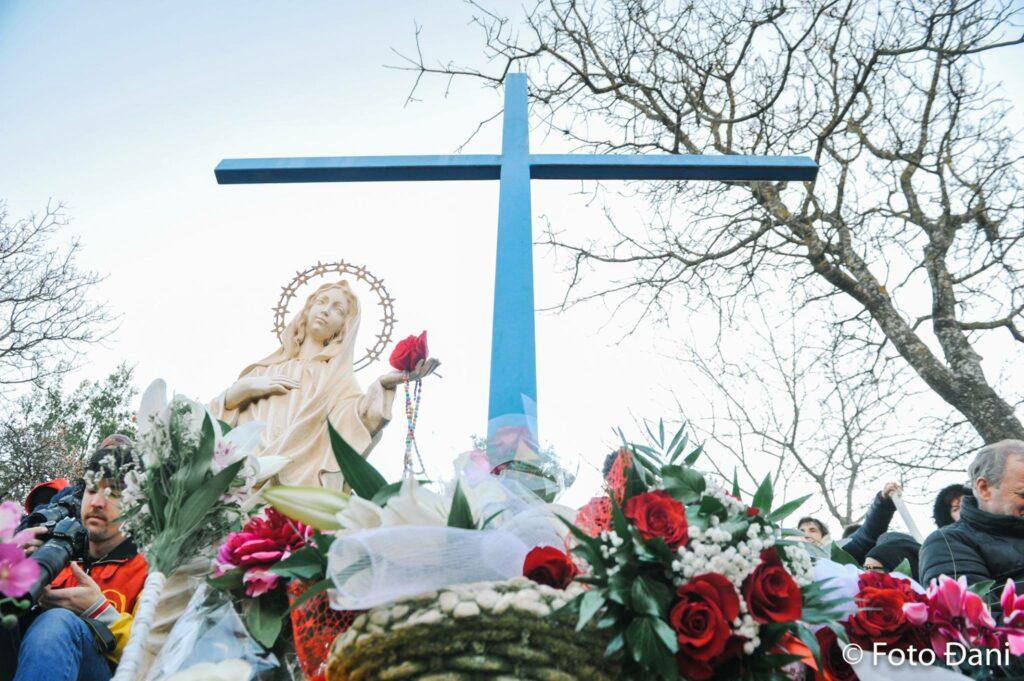 Mensaje extraordinario de la Virgen María desde Medjugorje del 17 de mayo de 2019, en la Cruz Azul por medio de Ivan a las 22:00