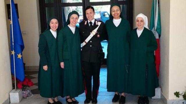 Con 26 años, y tras un viaje a Medjugorje, cambia su uniforme policial por el hábito: «Yo llevaba el arma y ellas el Rosario»